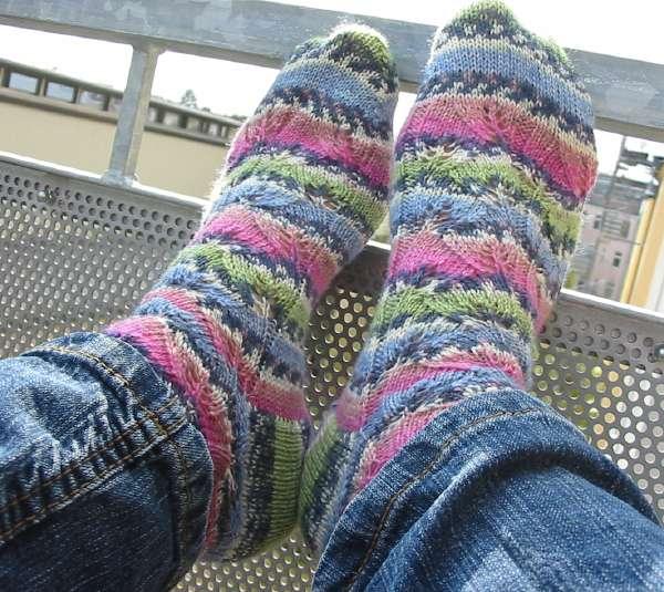 FO Embossed Leaves Socks
