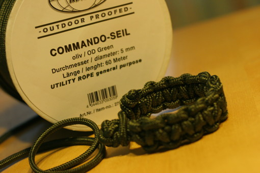 Survival bracelet from 5 mm commando cord