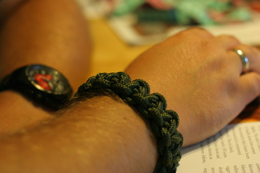 Wide paracord bracelet