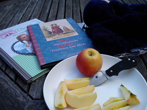 Books and apples - Enjoying the last warm days