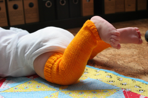 Knitted Baby Frog Legs
