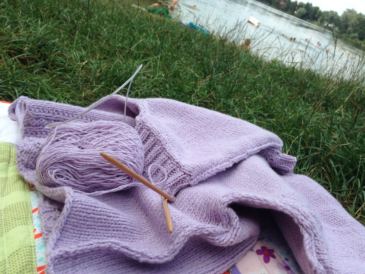 Berenice - Summer knitting at the lake