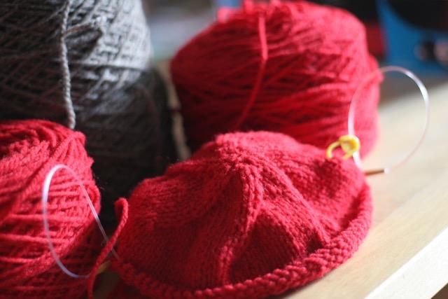 Faire Wolle verstrickt zur Mütze