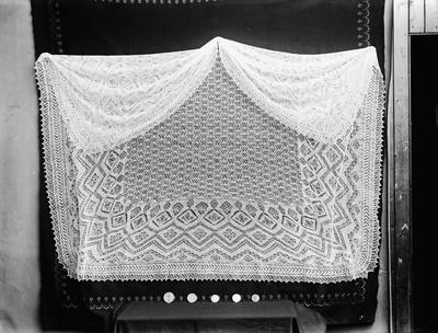 Beispiel für einen traditionellen Shetland Lace Shawl - Shetland Museum Archives
