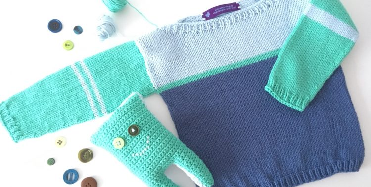 Babypullover und Monsterkuscheltier aus 3 Knäulen Baumwollgarn und ein paar Knöpfen