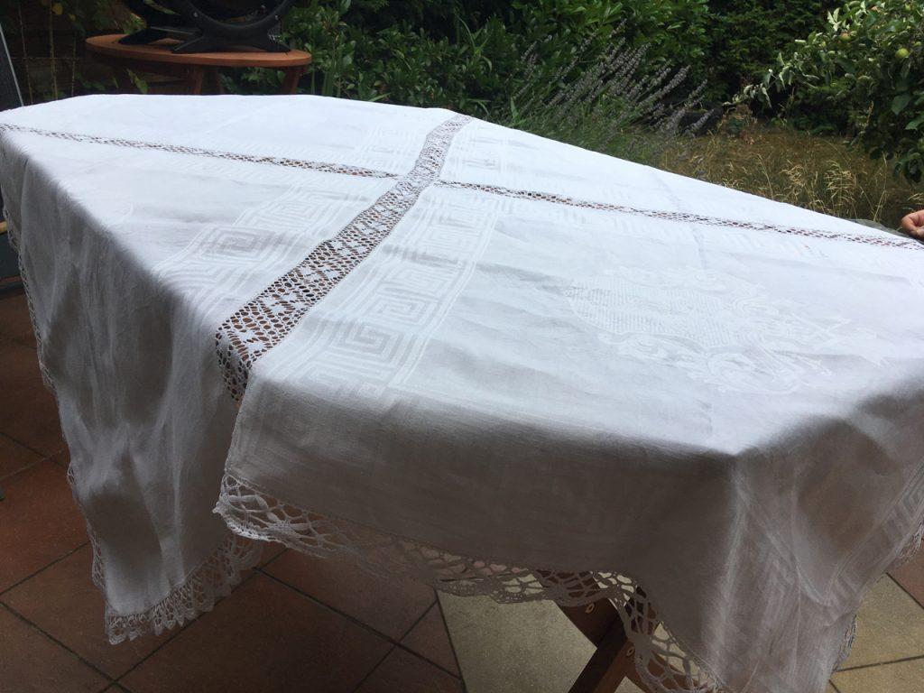 Annas Tischtuch : Weiße Tischdecke aus 4 Teilen